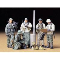 Tamiya 1/35 German soldiers field briefing